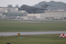 GNPさんが、嘉手納飛行場で撮影したアメリカ空軍 C-17A Globemaster IIIの航空フォト(飛行機 写真・画像)