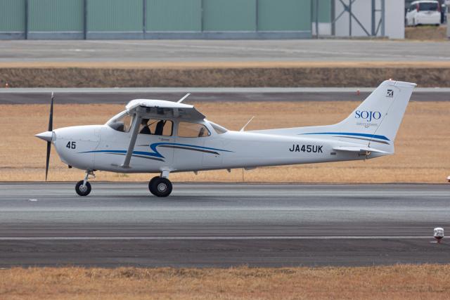 (新)ふぁんとむ改さんが、熊本空港で撮影した崇城大学 172S Skyhawk SPの航空フォト(飛行機 写真・画像)