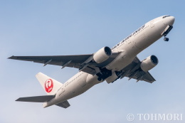 遠森一郎さんが、福岡空港で撮影した日本航空 777-289の航空フォト(飛行機 写真・画像)