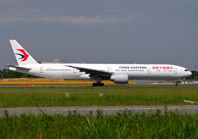 雲霧さんが、成田国際空港で撮影した中国東方航空 777-39P/ERの航空フォト(飛行機 写真・画像)