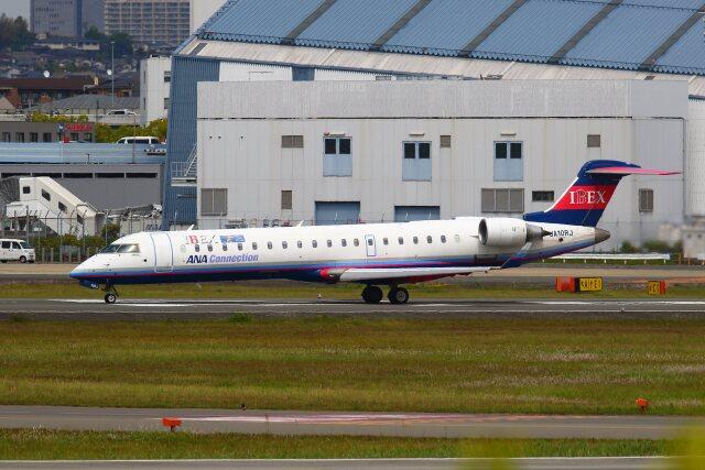 khideさんが、伊丹空港で撮影したアイベックスエアラインズ CL-600-2C10 Regional Jet CRJ-702ERの航空フォト(飛行機 写真・画像)
