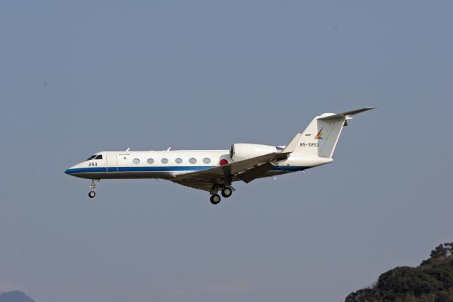 tsubameさんが、福岡空港で撮影した航空自衛隊 U-4 Gulfstream IV (G-IV-MPA)の航空フォト(飛行機 写真・画像)