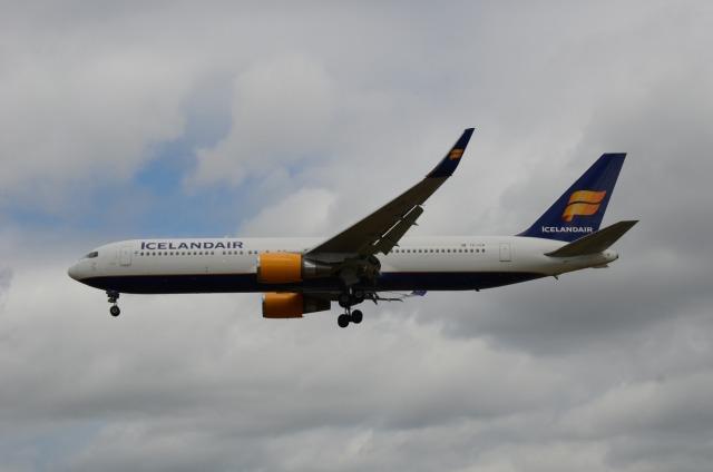 はれいろさんが、ロンドン・ヒースロー空港で撮影したアイスランド航空 767-319/ERの航空フォト(飛行機 写真・画像)