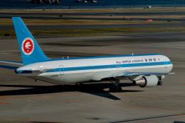 リゾッチャ(紫)さんが、羽田空港で撮影した全日空 767-381の航空フォト(飛行機 写真・画像)