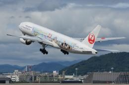 Deepさんが、伊丹空港で撮影した日本航空 777-246の航空フォト(飛行機 写真・画像)