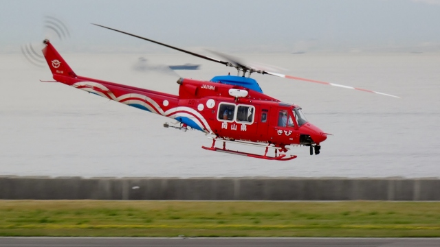 cathay451さんが、神戸空港で撮影した岡山県消防防災航空隊 412EPの航空フォト(飛行機 写真・画像)