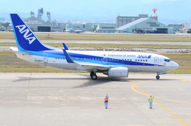 ITM58さんが、小松空港で撮影した全日空 737-781の航空フォト(飛行機 写真・画像)