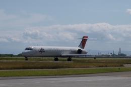 木人さんが、新潟空港で撮影した日本航空 MD-90-30の航空フォト(飛行機 写真・画像)