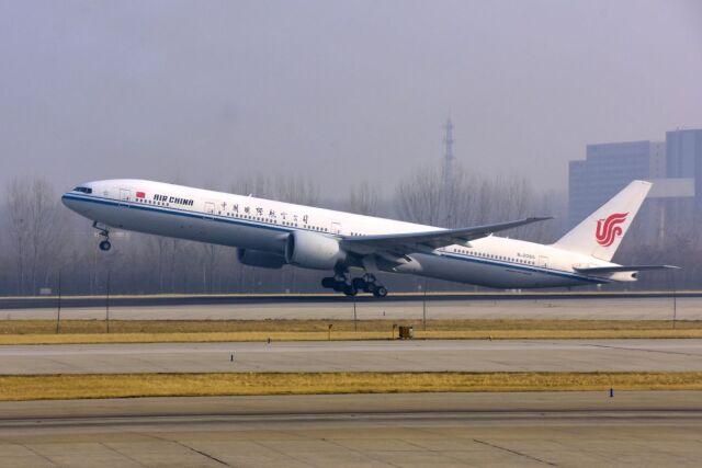 まいけるさんが、北京首都国際空港で撮影した中国国際航空 777-39L/ERの航空フォト(飛行機 写真・画像)