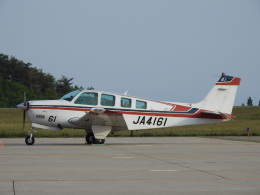 musaeru25cさんが、能登空港で撮影した日本法人所有 A36 Bonanza 36の航空フォト(飛行機 写真・画像)