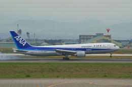 れぐぽよさんが、小松空港で撮影した全日空 767-381/ERの航空フォト(飛行機 写真・画像)