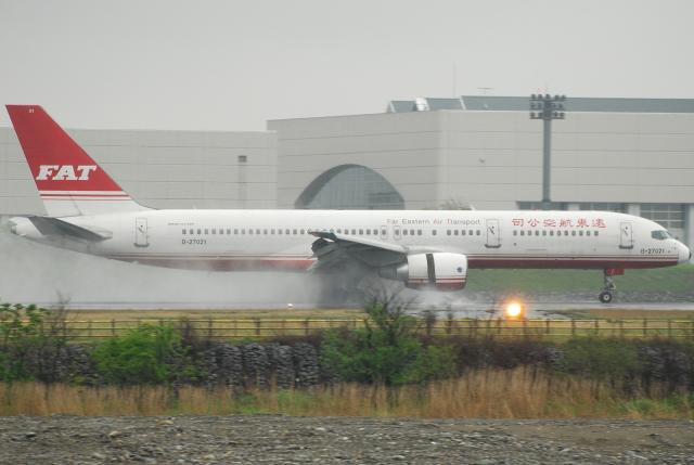 jun☆さんが、富山空港で撮影した遠東航空 757-27Aの航空フォト(飛行機 写真・画像)