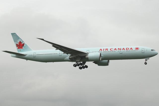 jun☆さんが、成田国際空港で撮影したエア・カナダ 777-333/ERの航空フォト(飛行機 写真・画像)