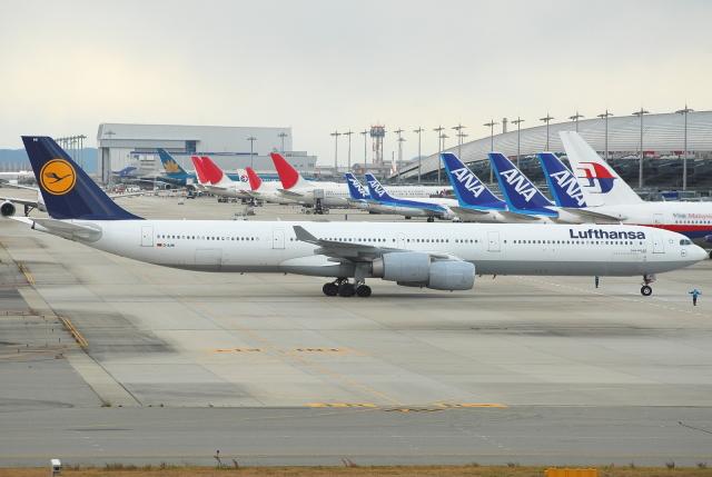 jun☆さんが、関西国際空港で撮影したルフトハンザドイツ航空 A340-642の航空フォト(飛行機 写真・画像)