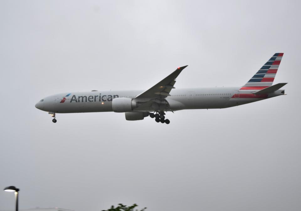 雲霧さんのアメリカン航空 Boeing 777-300 (N734AR) 航空フォト
