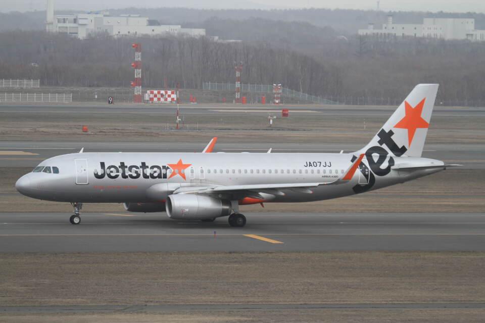 プルシアンブルーさんのジェットスター・ジャパン Airbus A320 (JA07JJ) 航空フォト