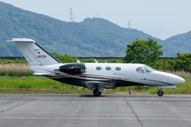 Defiantさんが、岡南飛行場で撮影した岡山航空 510 Citation Mustangの航空フォト(飛行機 写真・画像)