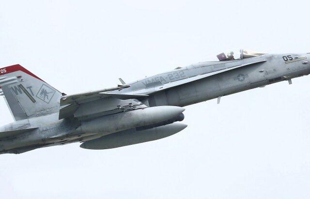 isiさんが、厚木飛行場で撮影したアメリカ海兵隊 F/A-18C Hornetの航空フォト(飛行機 写真・画像)