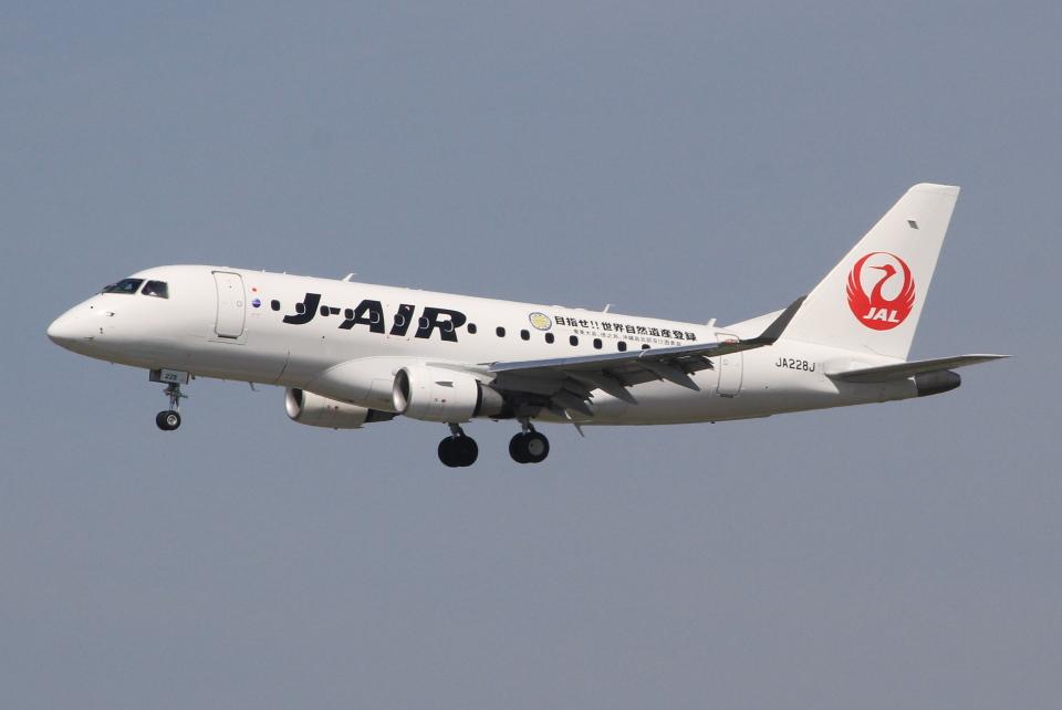 キイロイトリさんのジェイエア Embraer 170 (JA228J) 航空フォト