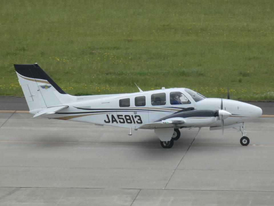 宮城の航空ファンさんの航空大学校 Beechcraft 58 Baron (JA5813) 航空フォト