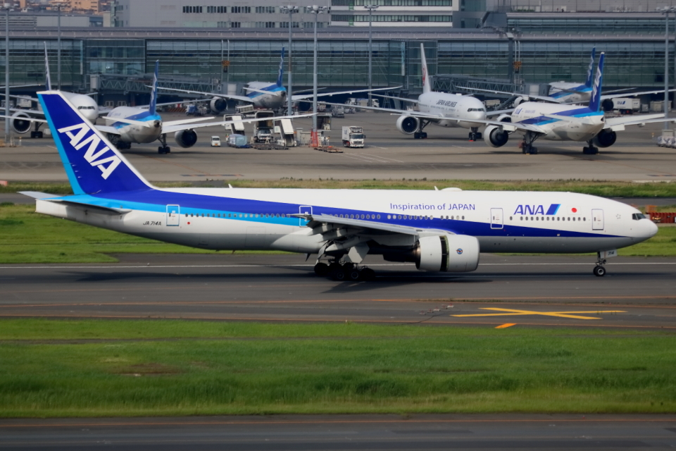 ▲®さんの全日空 Boeing 777-200 (JA714A) 航空フォト