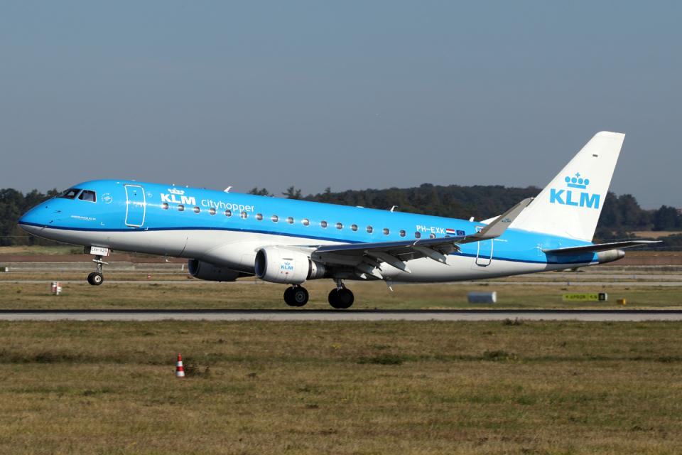 chrisshoさんのKLMシティホッパー Embraer 175 (PH-EXK) 航空フォト