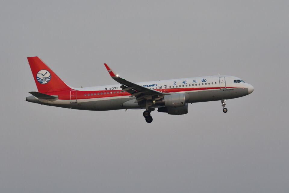ポン太さんの四川航空 Airbus A320 (B-8372) 航空フォト
