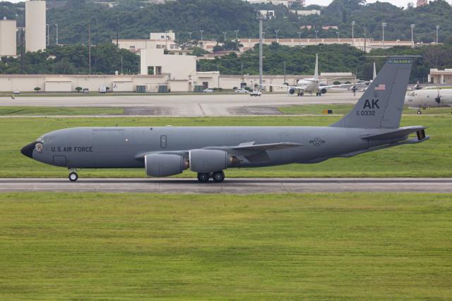 (新)ふぁんとむ改さんが、嘉手納飛行場で撮影したアメリカ空軍 KC-135R Stratotanker (717-148)の航空フォト(飛行機 写真・画像)