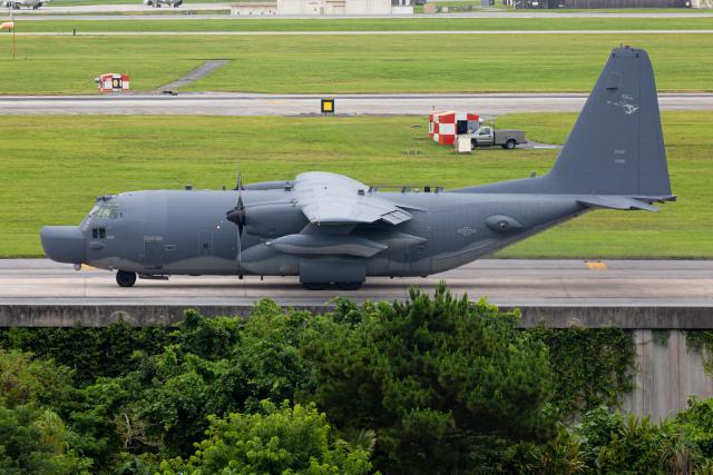 (新)ふぁんとむ改さんが、嘉手納飛行場で撮影したアメリカ空軍 MC-130H Herculesの航空フォト(飛行機 写真・画像)