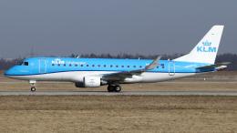 chrisshoさんが、シュトゥットガルト空港で撮影したKLMシティホッパー ERJ-170-200 (ERJ-175STD)の航空フォト(飛行機 写真・画像)