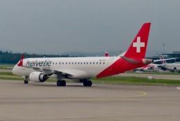 TA27さんが、チューリッヒ空港で撮影したヘルベティック・エアウェイズ ERJ-190-100 IGW (ERJ-190AR)の航空フォト(飛行機 写真・画像)