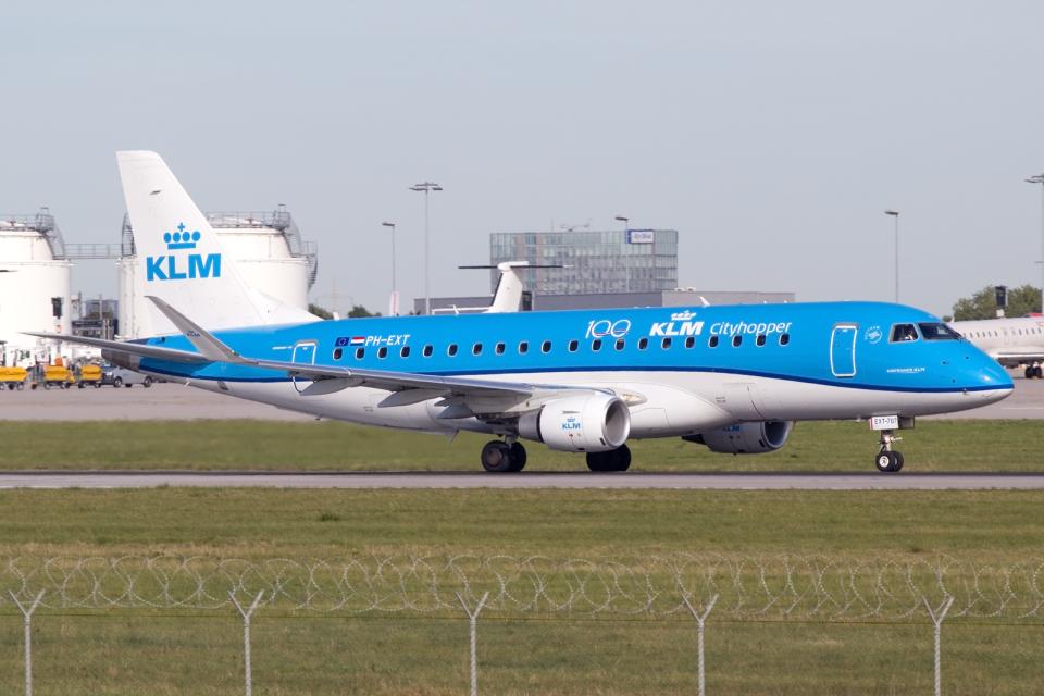 chrisshoさんのKLMシティホッパー Embraer 175 (PH-EXT) 航空フォト