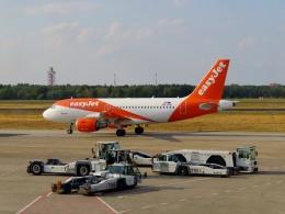 TA27さんが、ベルリン・テーゲル空港で撮影したイージージェット・ヨーロッパ A319-111の航空フォト(飛行機 写真・画像)