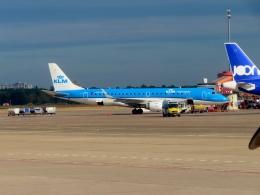 TA27さんが、ベルリン・テーゲル空港で撮影したKLMシティホッパー ERJ-190-100(ERJ-190STD)の航空フォト(飛行機 写真・画像)