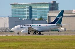 TA27さんが、バンクーバー国際空港で撮影したウェストジェット 737-6CTの航空フォト(飛行機 写真・画像)