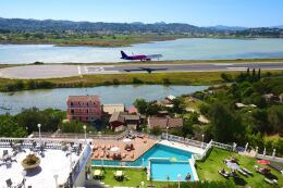 まいけるさんが、コルフ・イオアニス・カポディストリアス空港で撮影したウィズ・エア A321-231の航空フォト(飛行機 写真・画像)