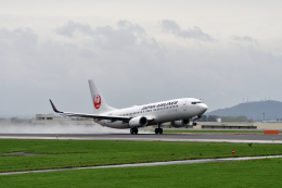 ひこ☆さんが、旭川空港で撮影した日本航空 737-846の航空フォト(飛行機 写真・画像)