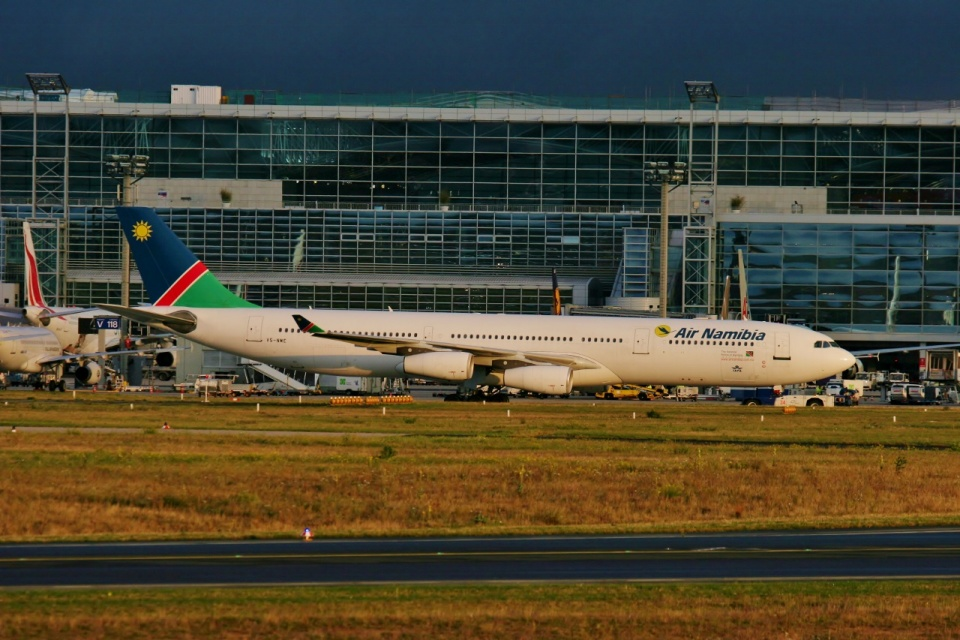 TA27さんのナミビア航空 Airbus A340-300 (V5-NME) 航空フォト