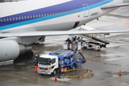 mahiちゃんさんが、羽田空港で撮影した全日空 767-381の航空フォト(飛行機 写真・画像)