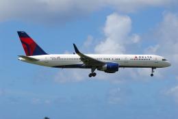 ITM58さんが、アントニオ・B・ウォン・パット国際空港で撮影したデルタ航空 757-251の航空フォト(飛行機 写真・画像)