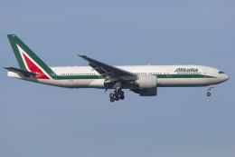 mameshibaさんが、成田国際空港で撮影したアリタリア航空 777-243/ERの航空フォト(飛行機 写真・画像)