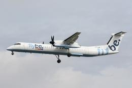 NIKEさんが、ロンドン・ガトウィック空港で撮影したフライビー DHC-8-402Q Dash 8の航空フォト(飛行機 写真・画像)