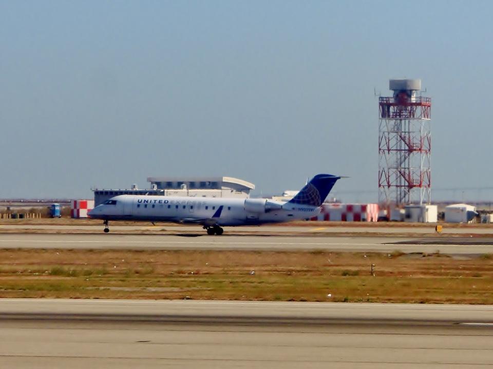 TA27さんのスカイウエスト Bombardier CRJ-200 (N923SW) 航空フォト