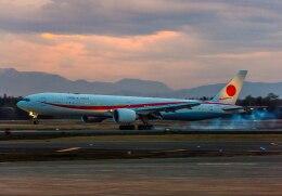 Cygnus00さんが、千歳基地で撮影した航空自衛隊 777-3SB/ERの航空フォト(飛行機 写真・画像)