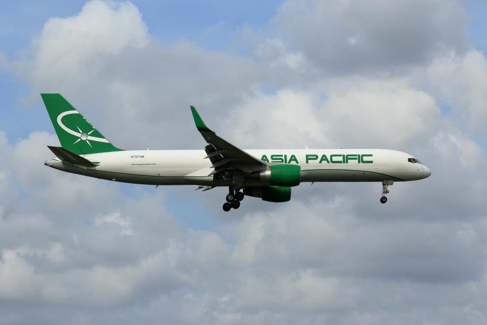 ゆう.さんのアジア・パシフィック・エアラインズ Boeing 757-200 (N757QM) 航空フォト