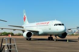 TA27さんが、フェニックス・スカイハーバー国際空港で撮影したエア・カナダ A320-214の航空フォト(飛行機 写真・画像)
