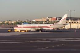 TA27さんが、フェニックス・スカイハーバー国際空港で撮影したカリッタ・チャーターズ・Ⅱ 737-4C9の航空フォト(飛行機 写真・画像)