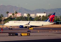 TA27さんが、フェニックス・スカイハーバー国際空港で撮影したデルタ・コネクション ERJ-170-200 LR (ERJ-175LR)の航空フォト(飛行機 写真・画像)