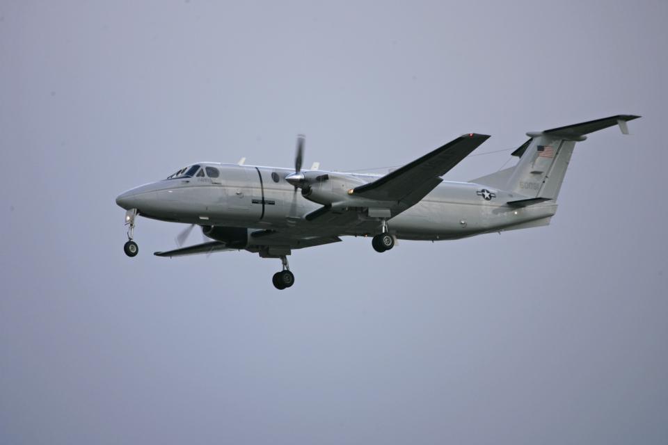tsubameさんのアメリカ空軍 Beechcraft 1900 (86-0081) 航空フォト
