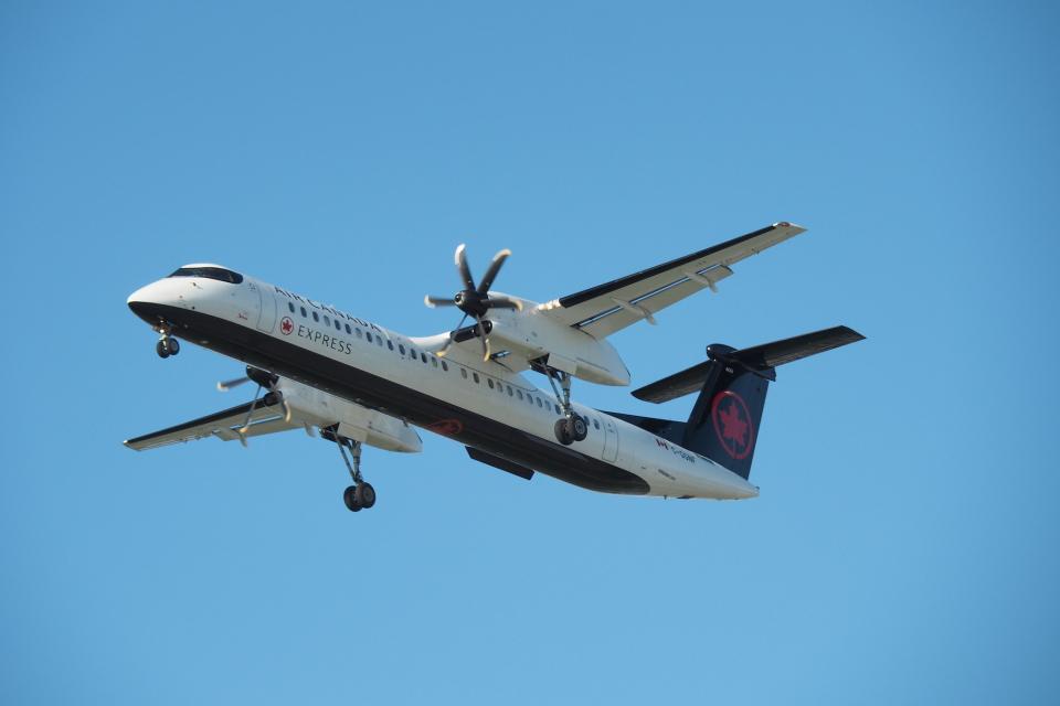 thomasYVRさんのジャズ・エア Bombardier DHC-8-400 (C-GGNF) 航空フォト